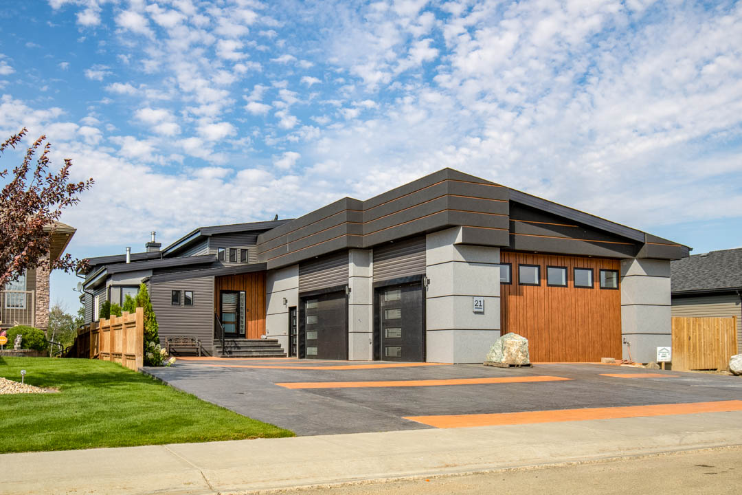 lux-architectural-panel-knotty-redwood-mundare